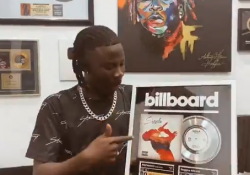 stonebwoy gets billboard plaque